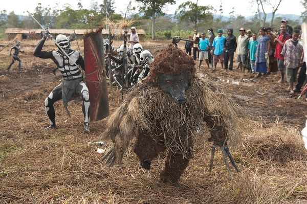 Chimbu dead men attack the rat-monster, cowering in fear when it turns around. (Omo Masalai skeleton group).