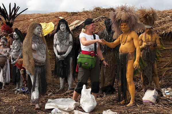 Denise with Chimbu performers