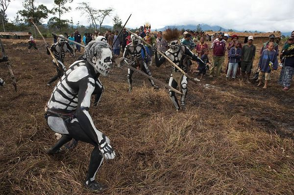 Chimbu dead men attack the rat-monster, cowering in fear when it turns around. (Omo Masalai skeleton group)