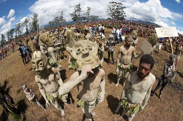 Chimbu mud men
