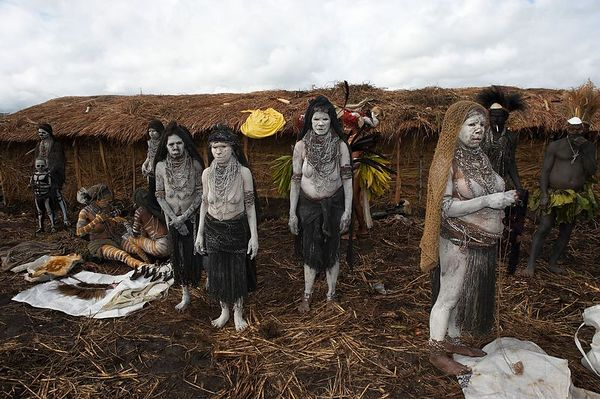 Mourning women from South Chimbu
