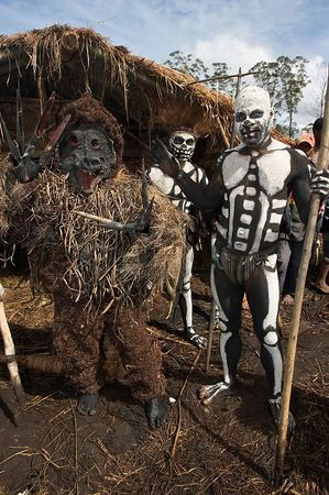 Rat-monster with Chimbu dead men