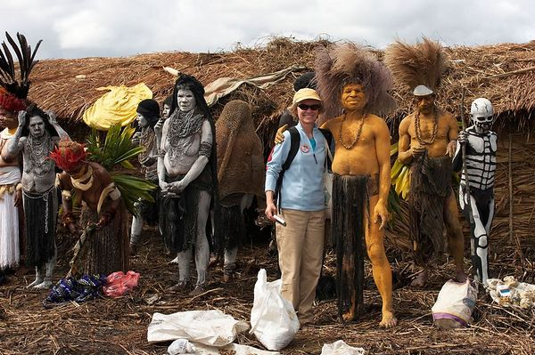 Cheryl with Chimbu performers