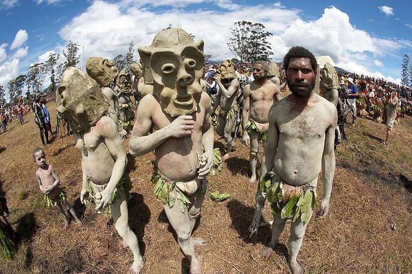 Chimbu mud men