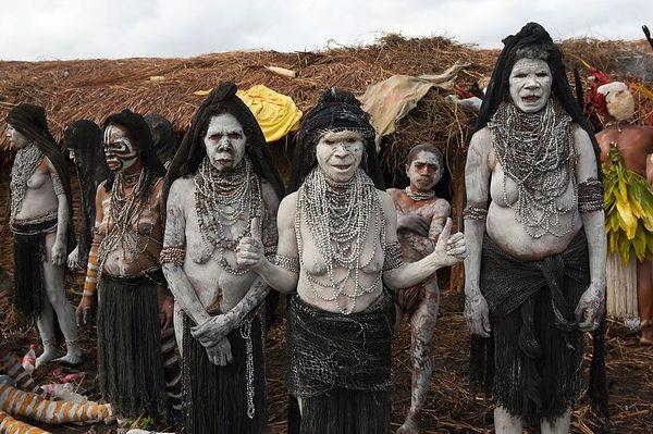 Mourning women from South Chimbu
