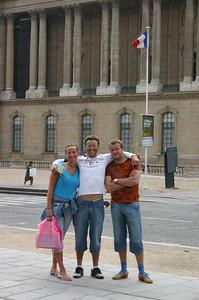 Mari, Jüri ja Immi Louvre'i ees