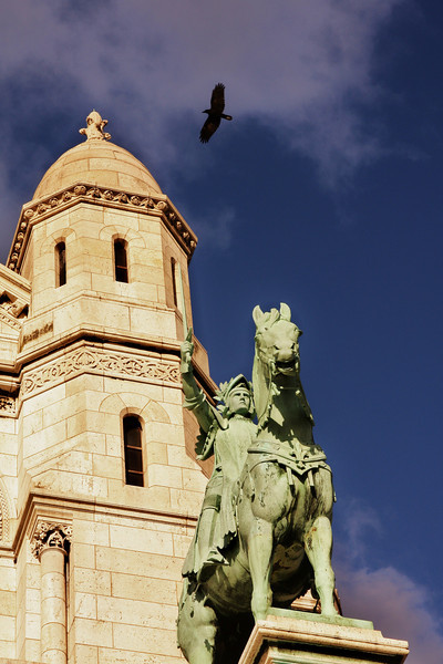 Joan of Arc, a big bird & Sacre Coeur