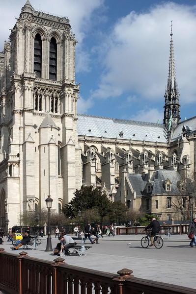 Notre Dame plaza scene