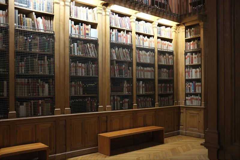 Library in Palais Garnier
