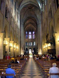 center aisle view of the altar at Cathédrale de Notre-Dame