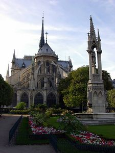 rose garden behind Cathédrale de Notre-Dame showing the flying buttresses.