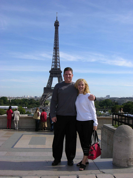 Brett & Jodi at place du Trocadéro