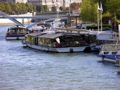 Bateaux Parisiens Dinner Cruise boat