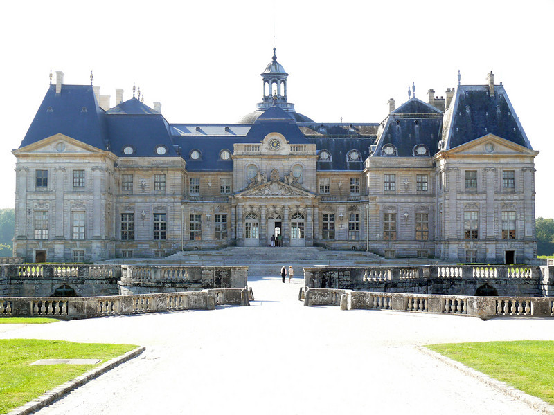 Vaux le Vicomte, in the morning backlight.