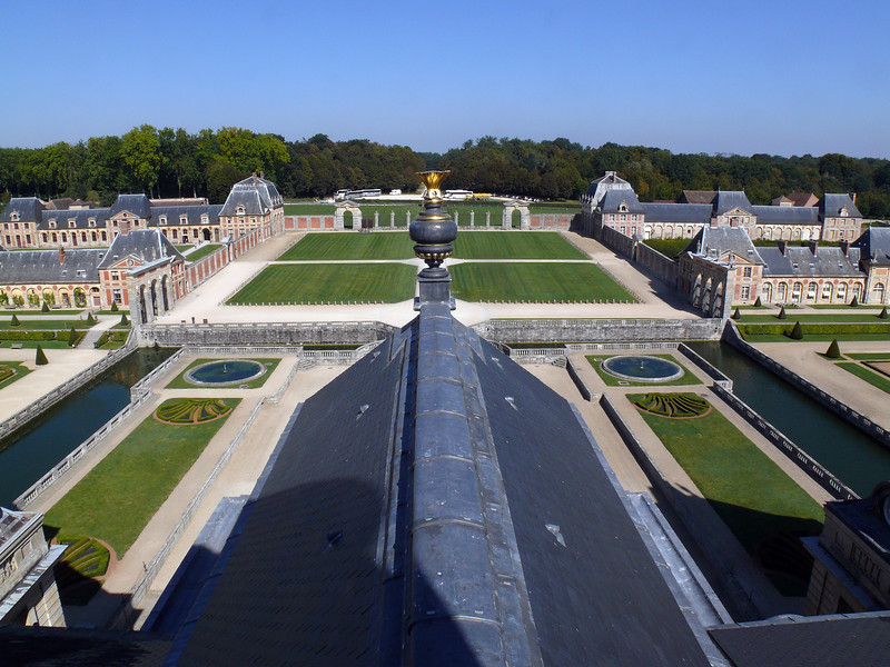 Vaux le Vicomte- View of the front grounds from the copula....