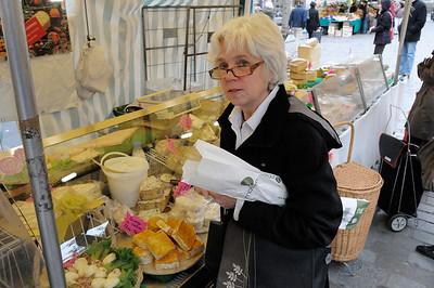 The farmers' market near our apartment. Lyn shops. She looks a bit Gallic, n'est-ce pas?