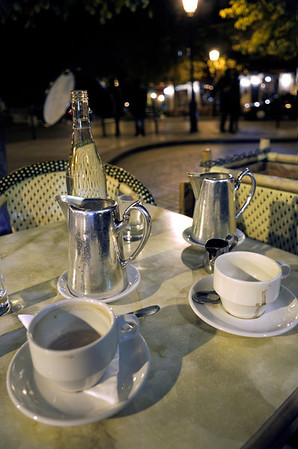 Hot chocolate at an outdoor cafe on the Île Saint-Louis.