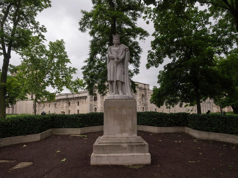 Statue of Saint Louis (Louis IX) outside Chateau Vincennes