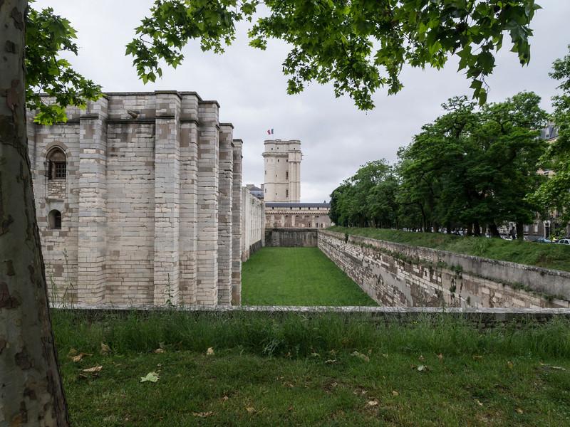 """Chateau Vincennes<br /> <br />  <a href=""""http://en.wikipedia.org/wiki/Ch%C3%A2teau_de_Vincennes"""">http://en.wikipedia.org/wiki/Ch%C3%A2teau_de_Vincennes</a>"""