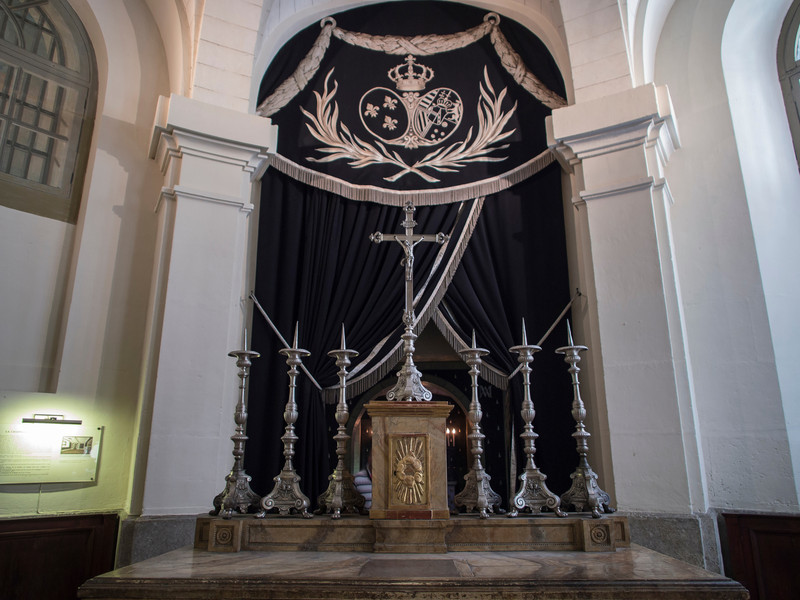 This alter marks the approximate spot in the Conciergerie where Marie Antionette was held prior to her execution.
