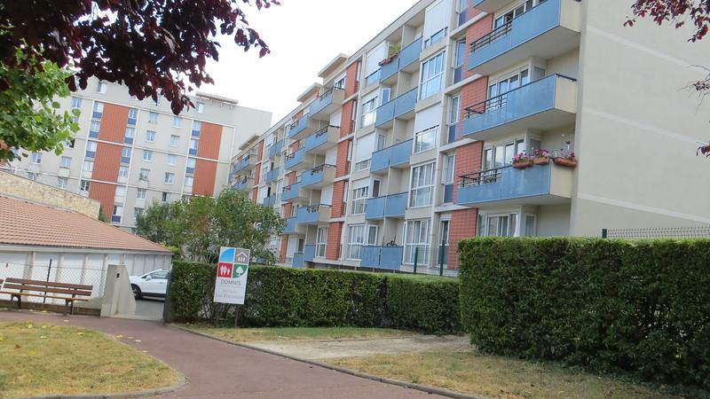 Cute little Apartment building in La Pecque.  I'll move in now please!