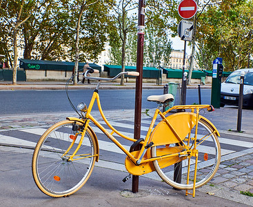 Oct. 4,  2017 - Paris   Left Bank bike  Credit- Robert Altman
