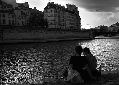 2018_Paris_Young love, sunset, the Seine