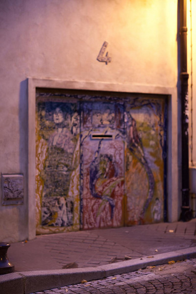 Mural. With almost a graffitti edge.