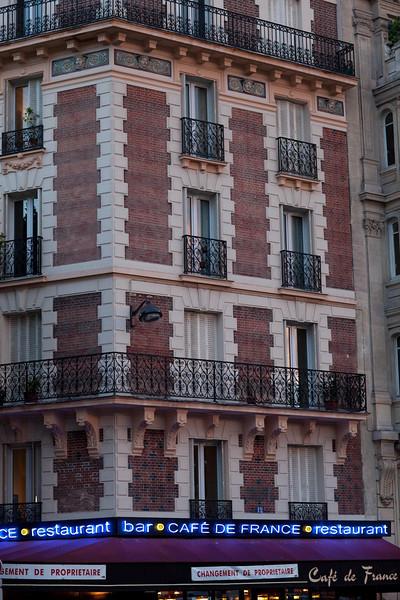 Random hotel et Cafe de France.