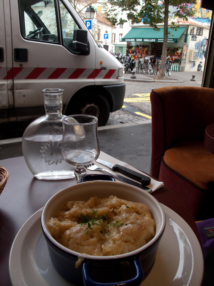 Cocotte de fruffade 'casserole of sliced potatoes and cheese'. Nice place to do the morning email. Quality Center never tasted so nice.
