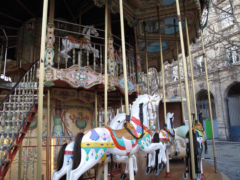 Carousel in front of Hótel de Ville