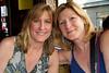 Deux femmes mignonnes, sidewalk cafe, Paris, France
