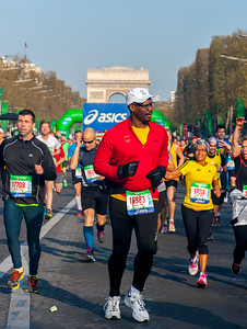 Paris, France. Marathon, Crowd Scene, Runners on Avenue Champs-Elysees,  12 Avril 2015