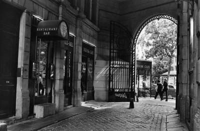Cour du Commerce St André - vue sur Boulevard St Germain