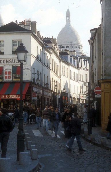 The narrow streets of Montmatre leading up to the Basilica of Sacre Coeur