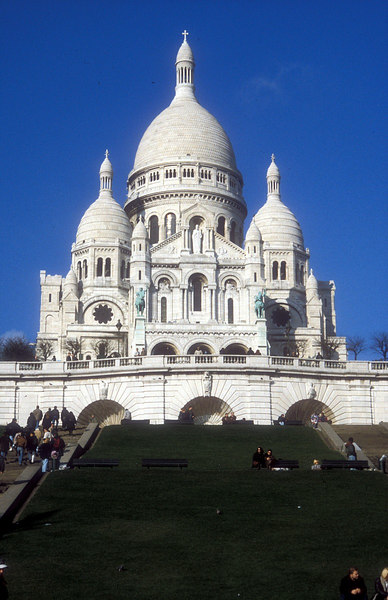 Sacre Couer Basilica - the two equestrian statues on the facade are of King Louis the Blessed and Joan of Arc
