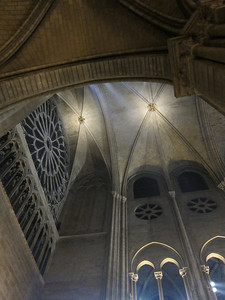 Ribbed vaulting and pointed arches in Notre Dame