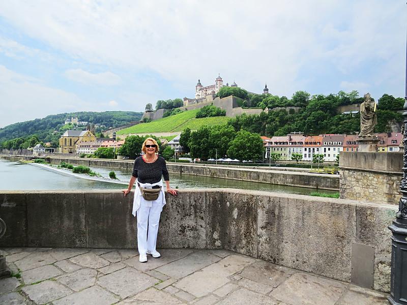 castle from bridge, Braubach, DE