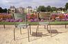 009  Jardin du Luxembourg, twee stoelen en het paleis