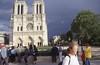 017  Paris - Ile de la Cité, voorgevel Notre Dame met een dreigende lucht