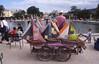 024  Paris - Jardin des Tuileries, botenverkoop bij ronde vijver