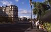 019  Paris - Ile de la Cité, Quai aux Fleurs, hekwerk en wandelaars