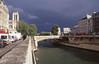 018  Paris - Ile de la Cité, groene Seine en grijze lucht, deel Notre Dame