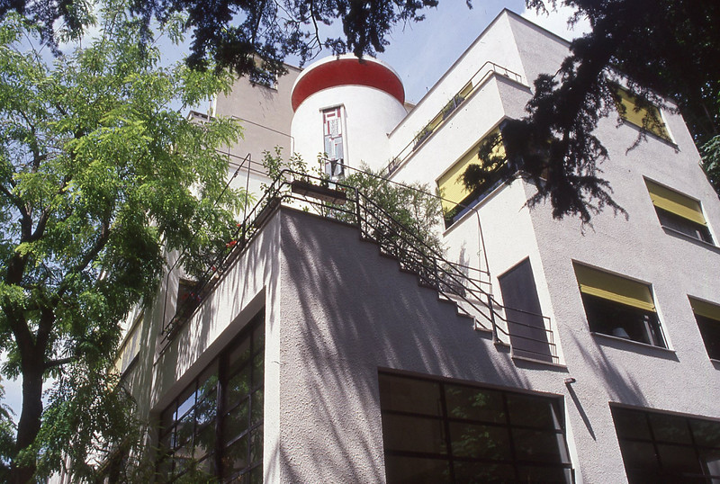 001  Paris - Rue Mallet-Stevens, trappenhuis van woning ontworpen door Robert Mallet-Stevens