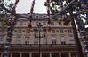 021  Paris - Rue de Rivoli, kralen van ingang metrostation Palais Royal