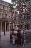 022  Paris - Rue de Rivoli, kunstzinnige ingang metrostation Palais Royal