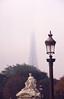 044  Place de la Concorde - Eiffeltoren, lantaarn en beeldhouwwerk