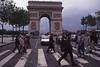 033  Zebrapad en Arc de Triomphe, Av  Marceau