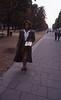 041  Zwarte vrouw op trottoir Champs Elysées