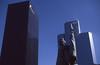 032  La Défense, standbeeld La Défense de Paris
